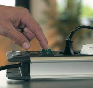 Steckdosenleisten mit USB-Anschluss ermöglichen das schnelle Laden vieler Geräte gleichzeitig.