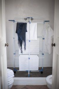 Turmwäscheständer sind besonders in kleinen Wohnungen geeignet.