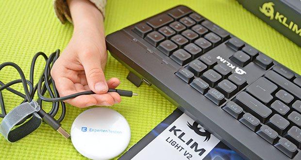 KLIM Light V2 Gaming Tastatur im Test - lade sie einfach ca. 6 Stunden mit dem mitgelieferten USB-Kabel auf