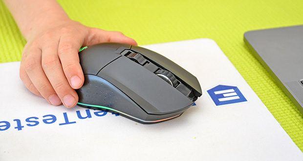 KLIM Blaze kabellose RGB Gaming Maus im Test - Form und Größe der linken und rechten Taste liegen perfekt in der Hand, egal wie du die Maus ergreifst