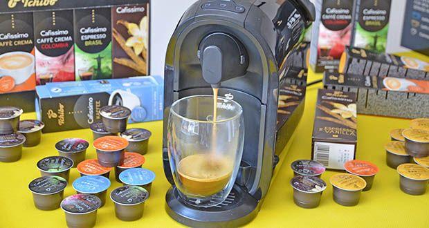 Tchibo Cafissimo Kapselkoffer Spesial Collection im Test - Caffè Crema Colombia: fein-würziges Aroma mit einem Hauch von Limone; Caffè Crema Vollmundig: ausgewogener Körper mit vollmundigem Geschmack; Caffè Crema Mild: samtige Crema und ein einzigartig sanftes Aroma; Kaffee Mild: milder, ausgewogener Kaffee mit sanften Röstaromen