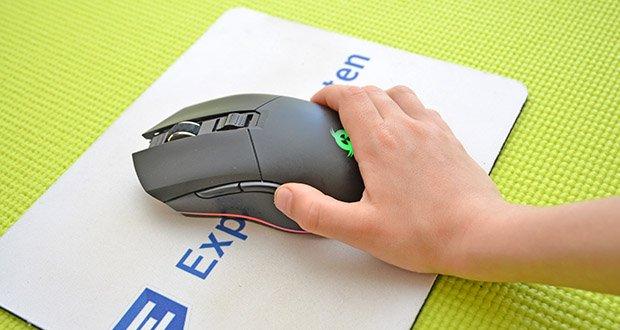 KLIM Blaze kabellose RGB Gaming Maus im Test - die rutschfesten Seiten sorgen für volle Kontrolle bei allen Bewegungen
