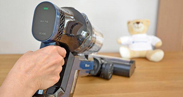 Proscenic Akku Handstaubsauger P10 Pro im Test - auf dem Touchscreen kann man direkt den Akku-stand, Arbeitsmodus und Fehlercode direkt sehen