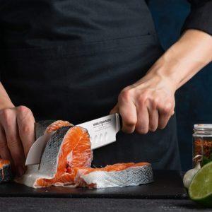 Mit dem Santokumesser lässt sich vor allem Obst, Gemüse, Fleisch und Fisch hervorragend schneiden.