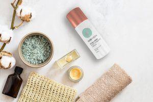 Die Anwendung einer Anti-Aging-Creme kann die Faltenbildung verlangsamen. Sie verleiht Ihnen ein junges und gesundes Hautbild.