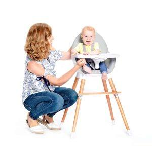 Viele Hochstühle lassen sich umbauen und eignen sich für Kinder und Babies in verschiedenen Altersgruppen.