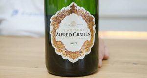 Was sind die Testkriterien für den Champagner Vergleich?