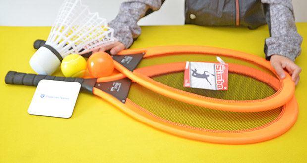 Simba Giant Badminton Set im Test - das Set enthält zwei Badminton Schläger, einen Softball, einen Kunststoffball und einen Federball