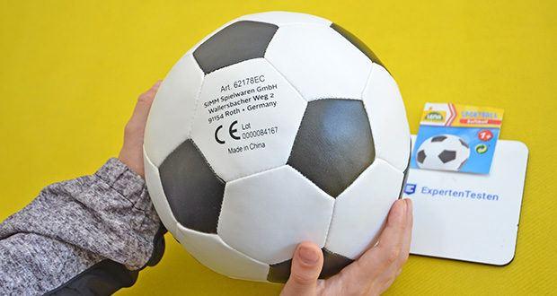 Lena Soft Fußball im Test - ist besonders weich und ermöglicht so auch das Fußball spielen in der Wohnung