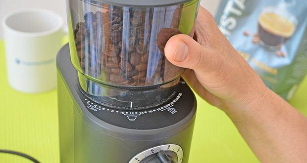 Tchibo Elektrische Kaffeemühle Einsteigermodell im Test - stellen Sie den gewünschten Mahlgrad stufenweise von 1 (fein) bis 26 (grob) ein, bevor Sie Kaffeebohnen einfüllen