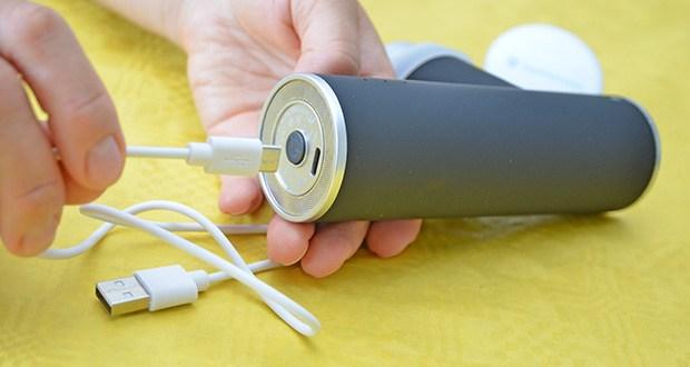 Orthomechanik OM-Go Massagepistole Mini im Test - das Laden von 0% auf 100% dauert nur ca. 3 Stunden
