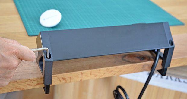 Elbe Inno klemmbare Tischsteckdose im Test - lässt sich leicht installieren und macht jegliches Bohren oder Ausschneiden überflüssig