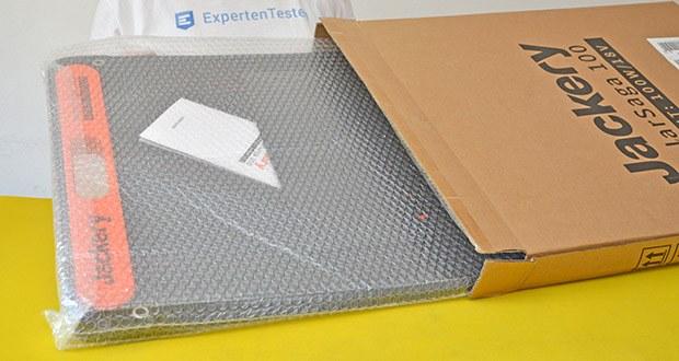 Jackery Faltbares Solarpanel SolarSaga 100 im Test - Abmessungen: Entfaltet: 122 x 53,5 x 0,5 cm, Gefaltet: 61 x 53,5 x 3,5 cm; Gewicht: 4,68 kg