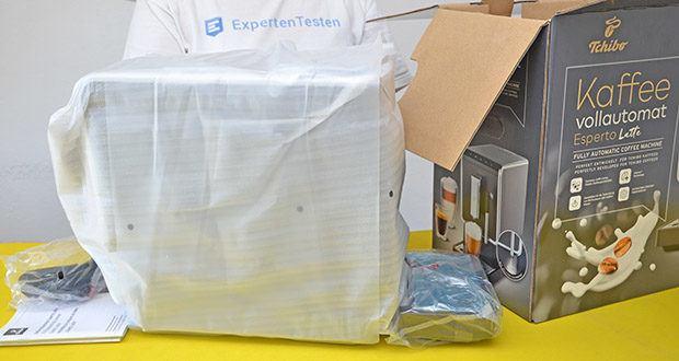 Tchibo Kaffeevollautomat Esperto Latte im Test - Maße (B x T x H): ca. 18 x 40 x 31,5 cm; Gewicht: ca. 7,5 kg