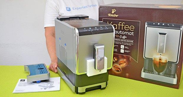 Tchibo Kaffeevollautomat Esperto Caffè im Test - kompaktes Design: platzsparend mit nur 18 cm Breite