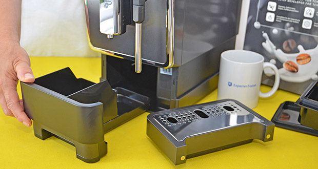 Tchibo Kaffeevollautomat Esperto Latte im Test - einfache Reinigung dank entnehmbarer Brühgruppe
