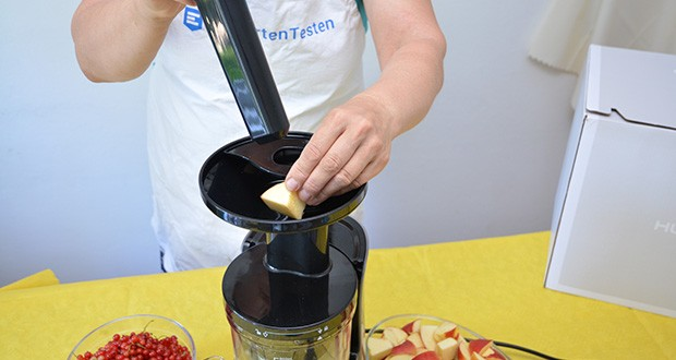 Hurom Slow Juicer S13 im Test - über den Steuerungshebel können Sie sowohl weiche als auch feste Zutaten verwenden – für ganz individuelle Säfte