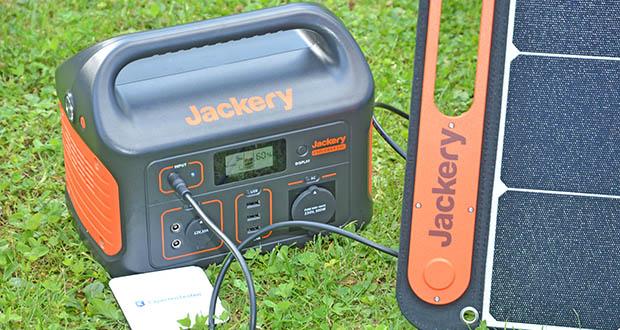Jackery Tragbare Powerstation Explorer 500 im Test - smartes LCD-Display zur Anzeige von Eingangsleistung, Ausgangsleistung und verbleibender Batterieleistung