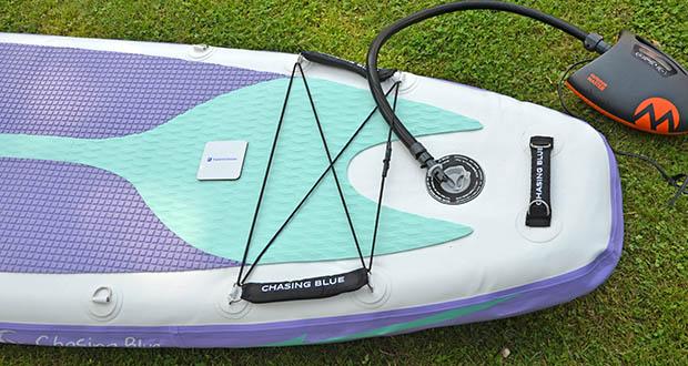 Outdoor Master Violet Spirit iSUP Board im Test - die vier Haltegriffe an den beiden Enden des Boards ermöglichen es Anfängern, das Board leichter und sicherer zu besteigen