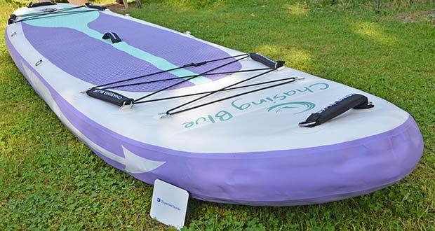 Outdoor Master Violet Spirit iSUP Board im Test - mit dem breit geformten Körper und der spitzen Nase bringt es eine bessere Stabilität gegen Wellen und ist somit perfekt für alle Niveaus