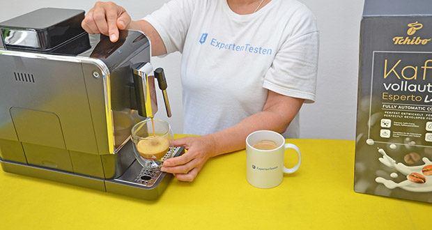Tchibo Kaffeevollautomat Esperto Latte im Test - Zubereitung von Espresso & Caffè Crema mit Doppio Funktion (2 Brühungen nacheinander)