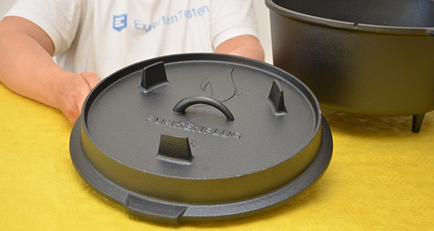 Funkenflug Dutch Oven im Test - der Dopf steht auf 3 kippsicheren Gussfüßen